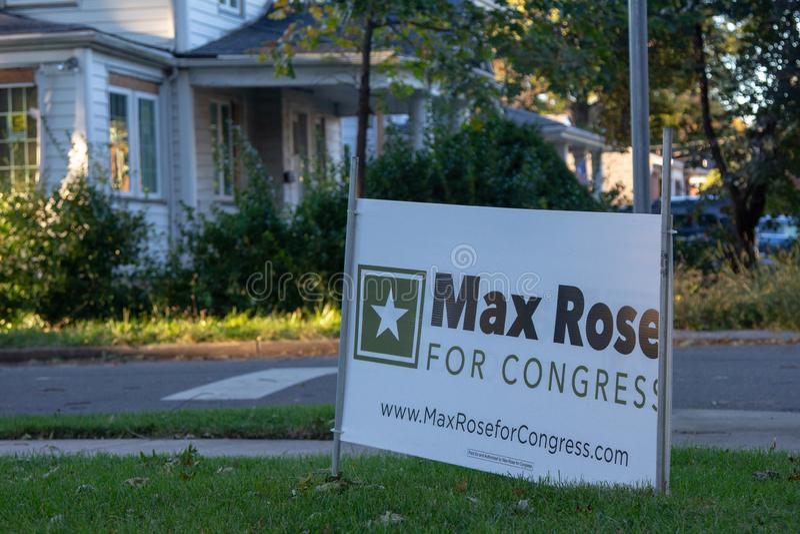 Un signe pour le candidat congressionnel Max Rose sur le trottoir en Staten Island photo libre de droits