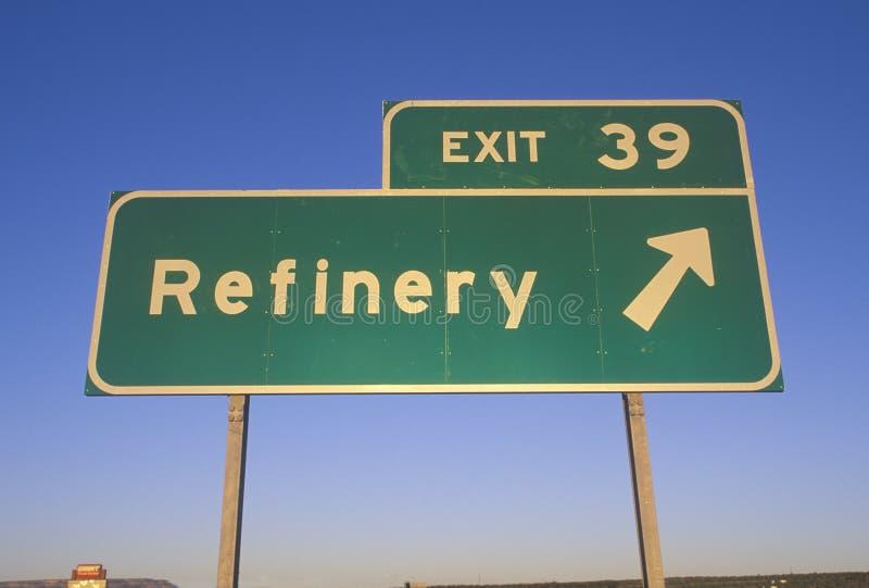 Un signe qui lit l'annuler 39 de ½ de ¿ d'ï - ½ de ¿ de Refineryï image stock