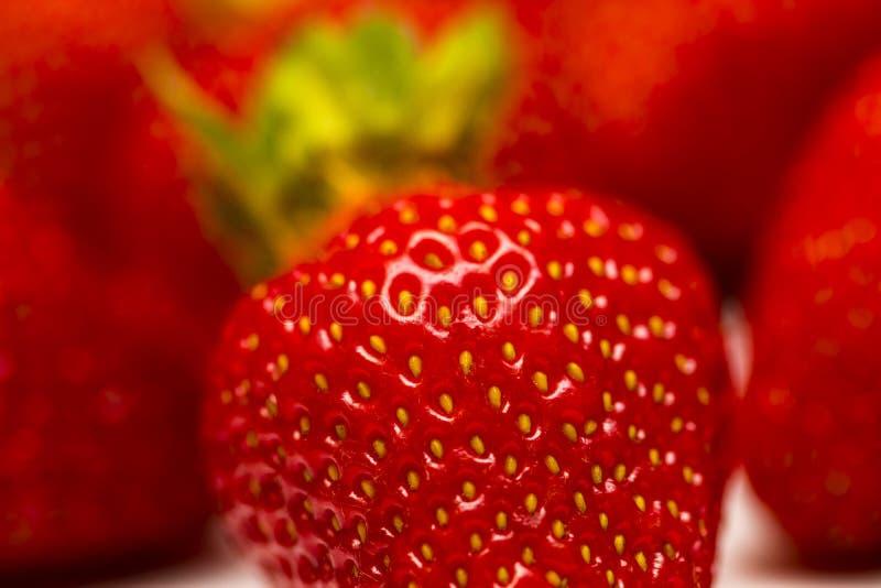 Un sistema de la fresa fresca aislado en el fondo blanco fotos de archivo