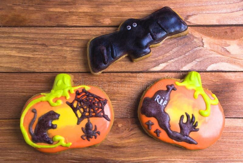 Un sistema de las galletas del pan de jengibre para el partido de Halloween fotos de archivo