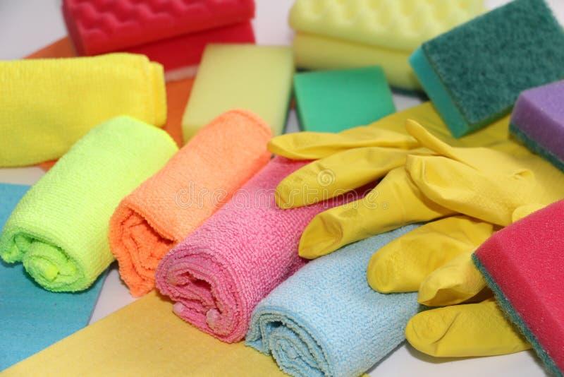 Un sistema de las herramientas para limpiar los apartamentos y la oficina Servicios de limpieza para limpiar foto de archivo