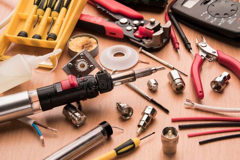Un sistema de las herramientas para reparar la radio imagen de archivo libre de regalías