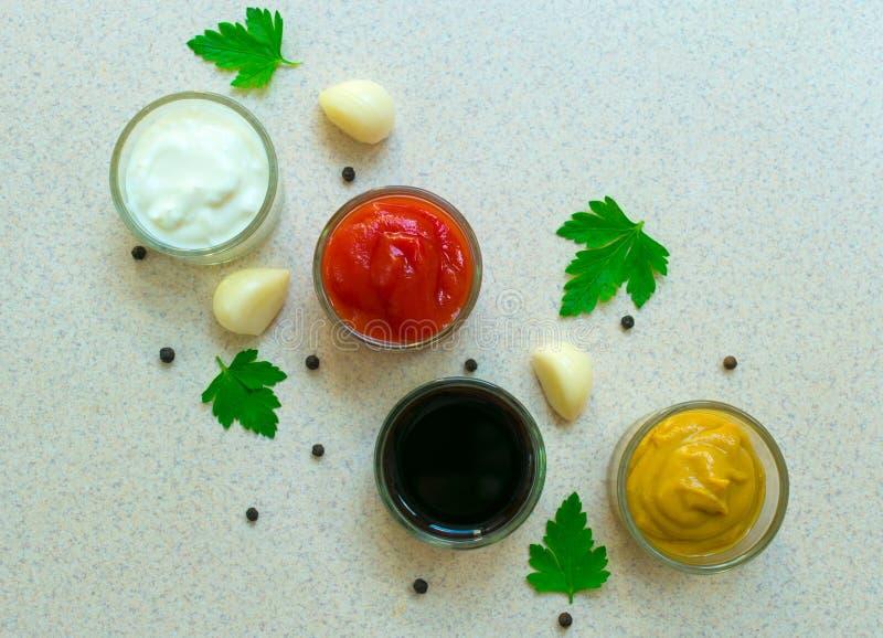 Un sistema de salsas y de specials Cocina india Visi?n desde arriba Cl imagen de archivo libre de regalías