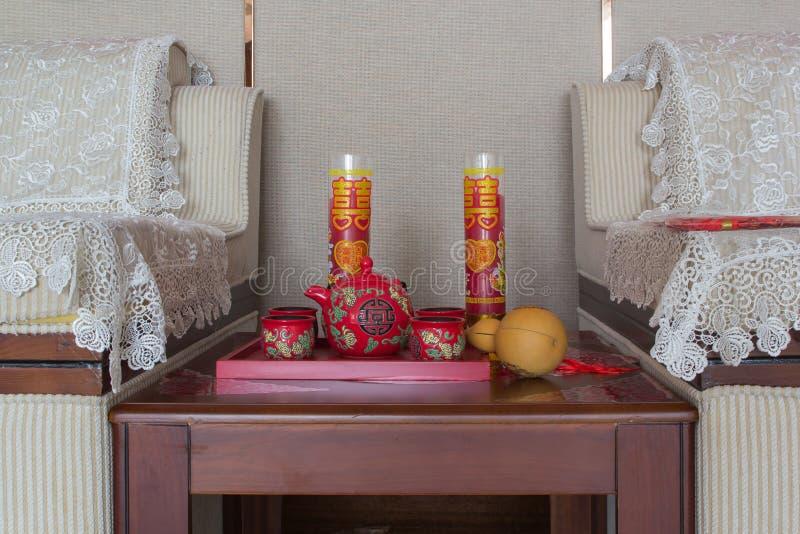 Un sistema de té para la ocasión propicia de la ceremonia de matrimonio foto de archivo