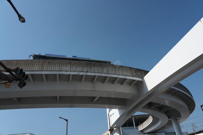 Un sistema di autobus di binario di guida o un busway guida, linea di Yutorito, pista vicino alla stazione dell'ozono a Nagoya, G fotografia stock libera da diritti
