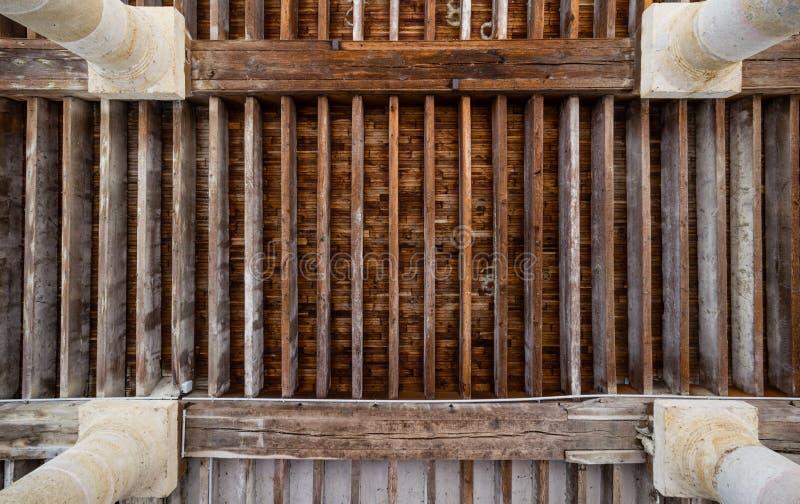 Un soffitto di legno immagini stock