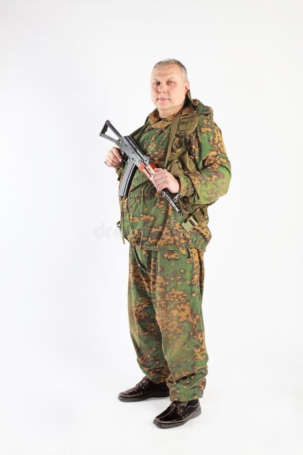 Un soldado con el arma imágenes de archivo libres de regalías