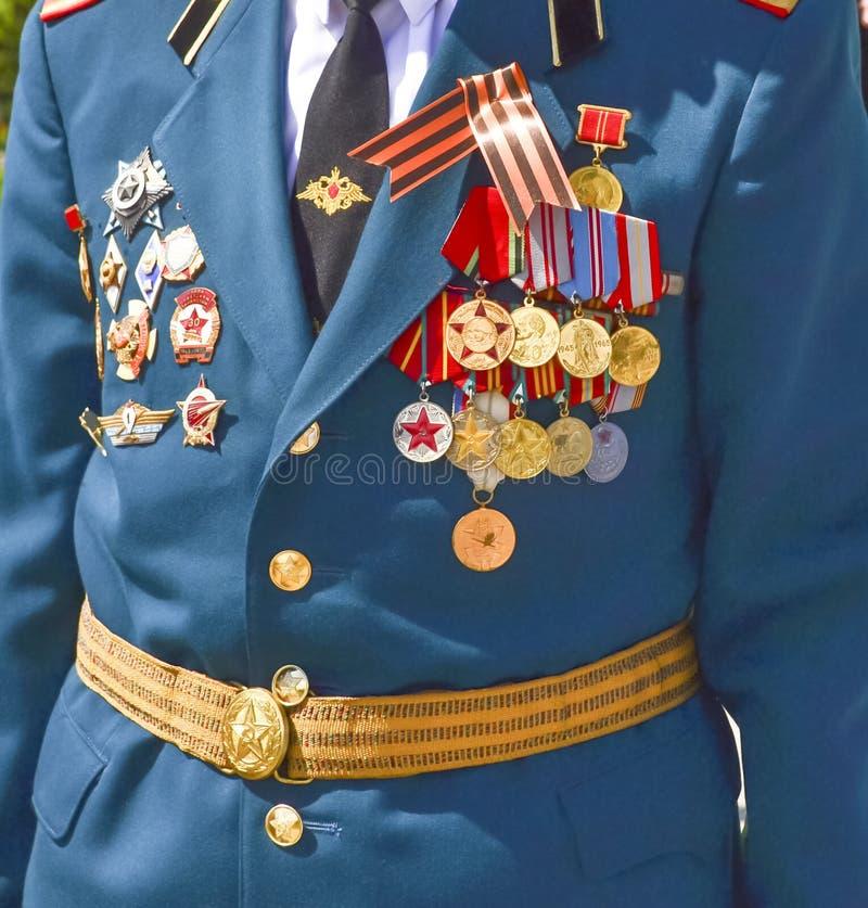 Un soldat de vétéran a décoré des médailles la célébration de Victory Day photo libre de droits