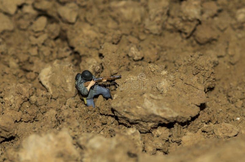Un soldat miniature tirent photos stock