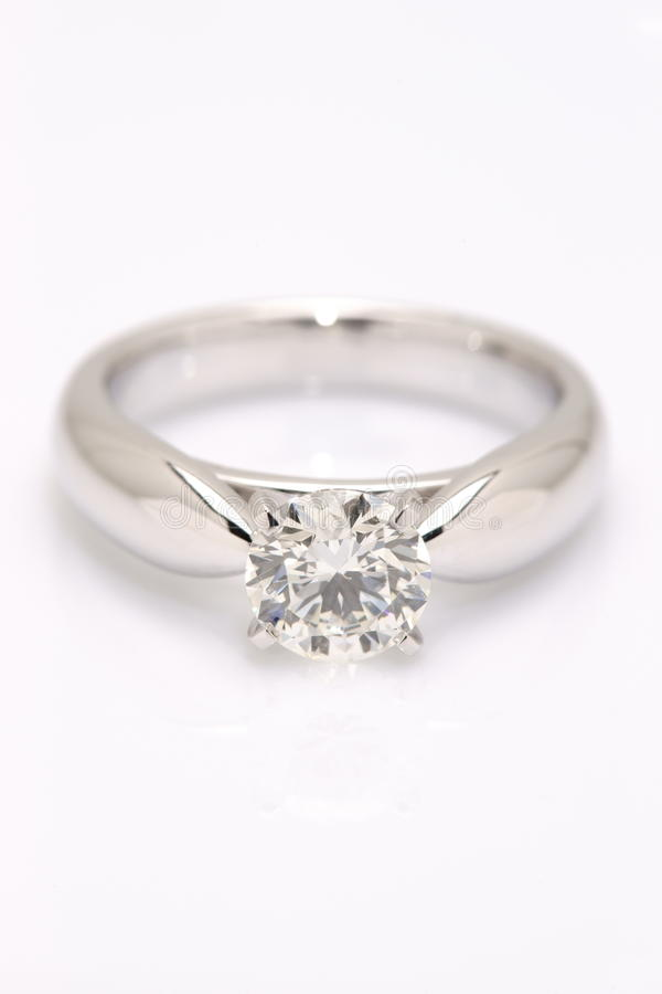 Un Solitaire del diamante di carati. immagini stock libere da diritti