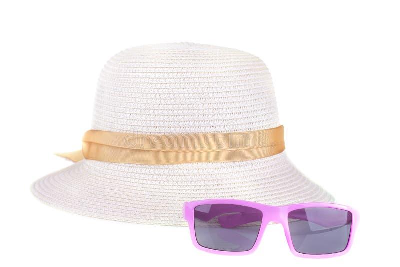 Un sombrero del verano del sol y de los vidrios rosados Aislado imágenes de archivo libres de regalías
