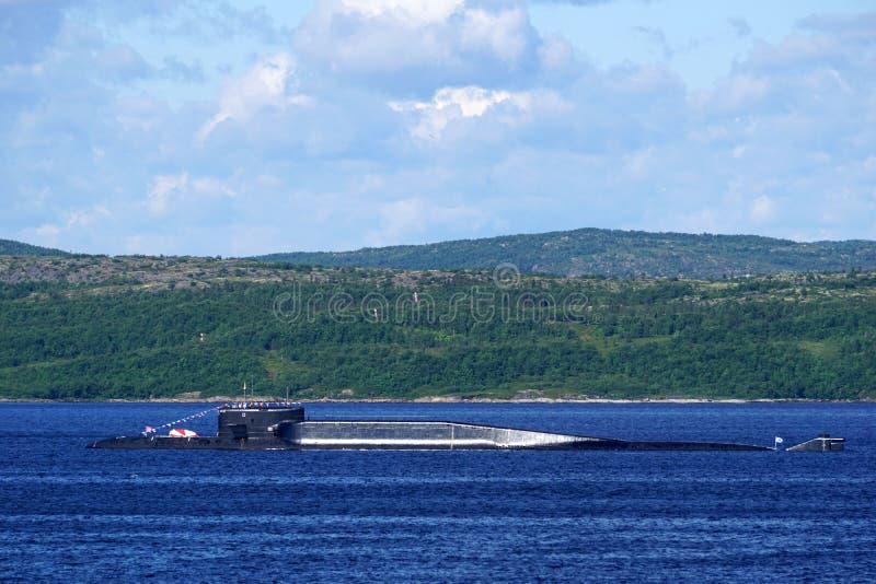 Un sottomarino atomico russo del missile balistico della classe di delta-IV in Kola Bay, Russia fotografie stock