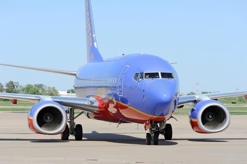 Un Southwest Airlines en el aeropuerto imagenes de archivo