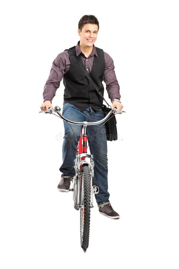 Un studio a tiré d'un homme conduisant un vélo photographie stock libre de droits