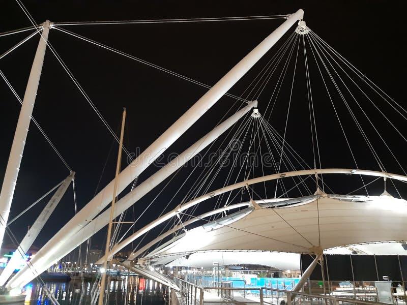 Un subt?tulo asombroso del puerto de G?nova por noche en d?as de primavera fotografía de archivo libre de regalías