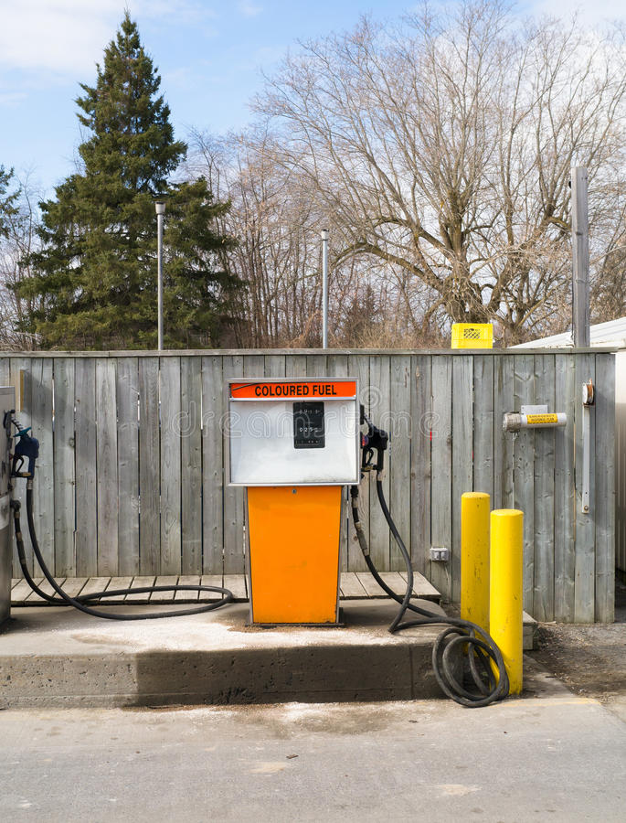 Surtidor de gasolina diesel de la granja fotografía de archivo