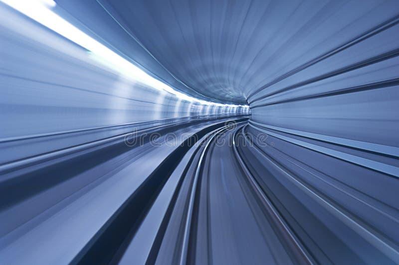 Un túnel azul en velocidad imagenes de archivo