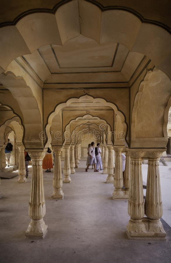 Un túnel de arcos en Amber Fort fotografía de archivo