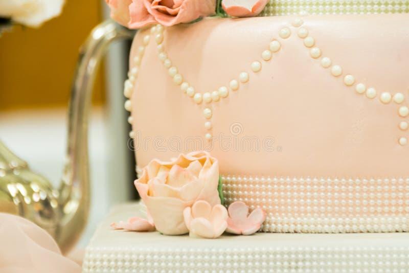 Un Tableau de fantaisie d'affichage de gâteau de mariage images libres de droits