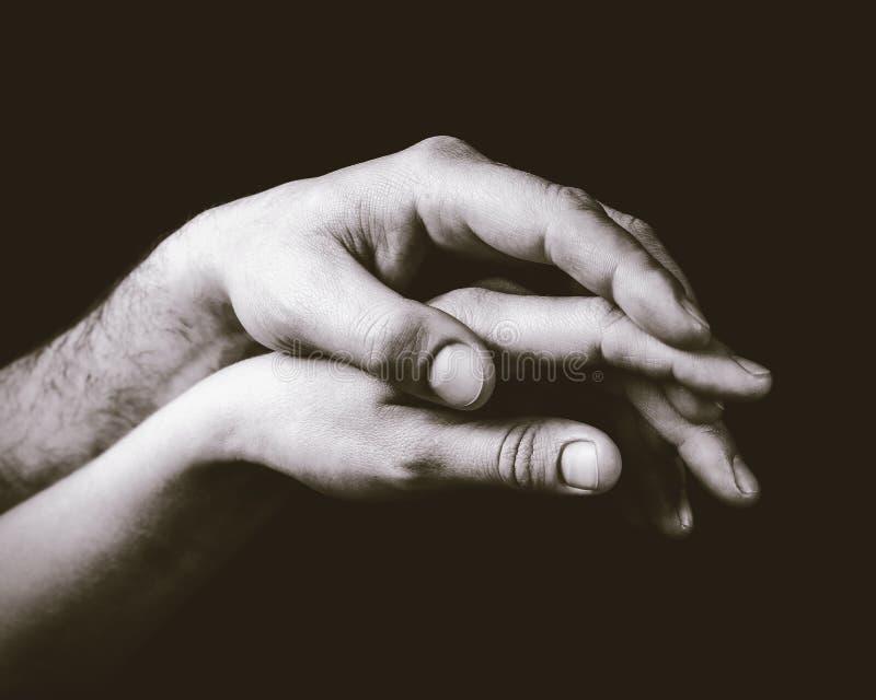 Un tacto apacible de dos manos fotografía de archivo libre de regalías