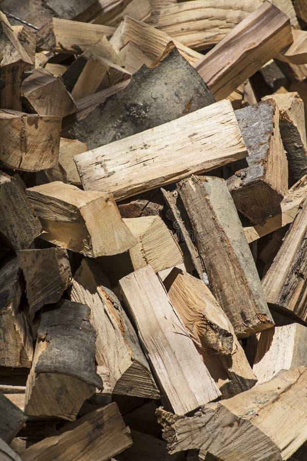 Un tas de bois de chauffage de hêtre images libres de droits