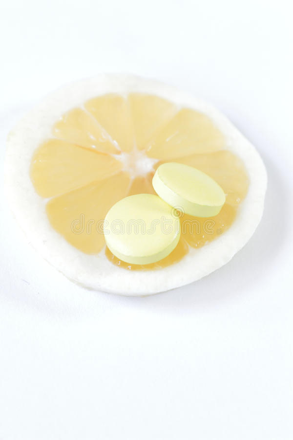 ¿Un teablet o una fruta fresca que usted elige? Ventaja idéntica imagen de archivo