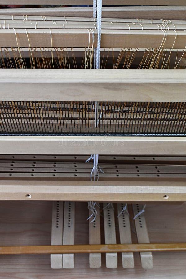 Un telaio di un tessitore e dei pedali fotografia stock