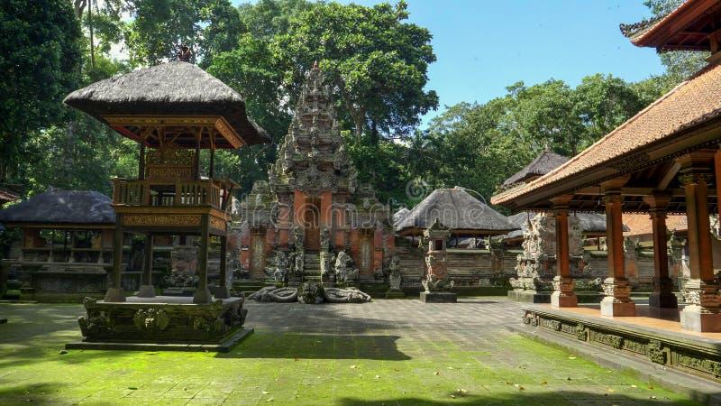 Un tempio alla foresta della scimmia del ubud su Bali fotografia stock