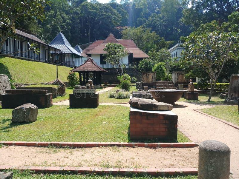 Un tempio con le rovine antiche fotografie stock libere da diritti