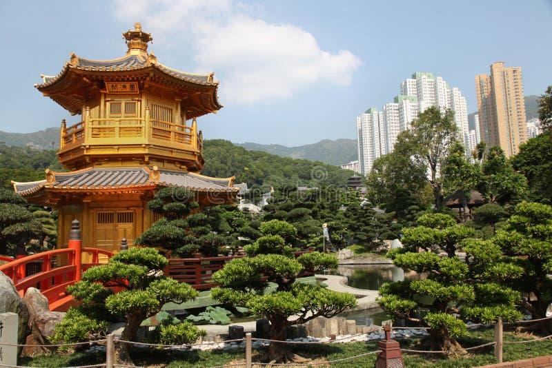 Un temple d'or intéressant en jardin de Nan Lian en Hong Kong photographie stock
