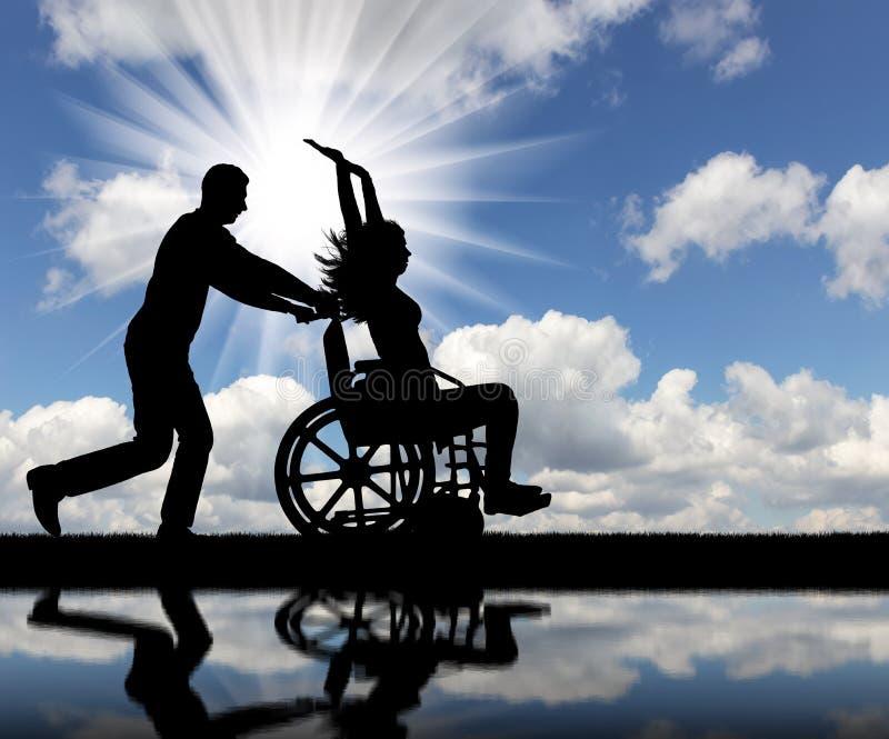 Un tempo di divertimento per un uomo in buona salute e una donna disabile in una sedia a rotelle immagine stock