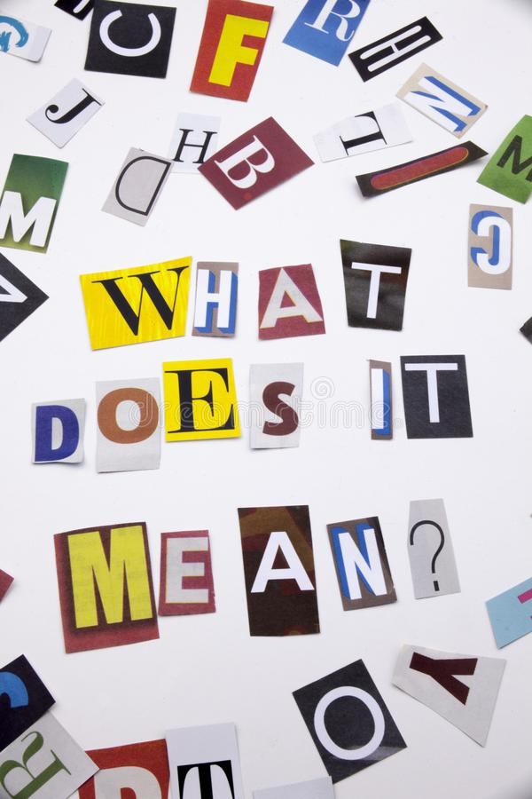 Un texte d'écriture de mot montrant le concept de CE QUI FAIT LE service informatique SIGNIFIENT LA QUESTION faite en lettre diff photo libre de droits