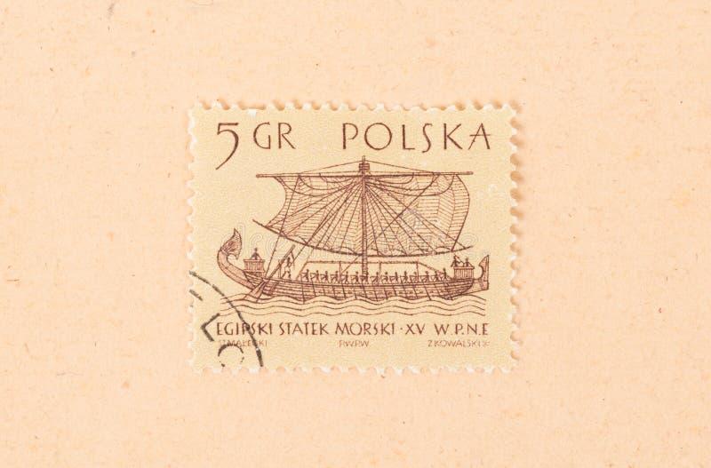 Un timbre imprimé en Pologne montre un vieux bateau, vers 1970 photo libre de droits