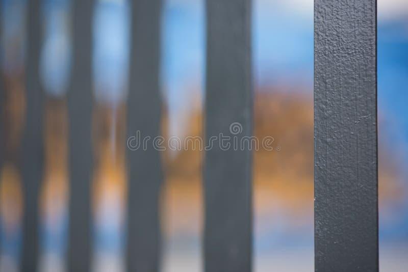Un tir abstrait de style de noir a peint la palissade clôturant avec le YE image stock