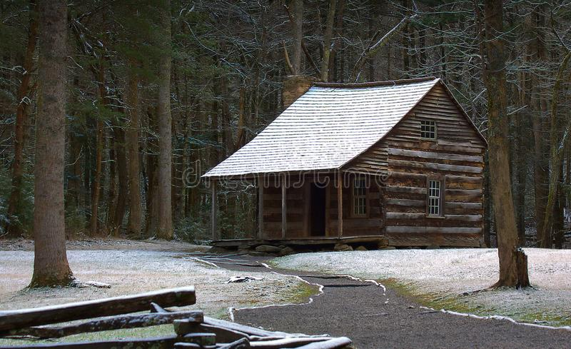 Un tocco di neve sulla cabina fotografie stock libere da diritti