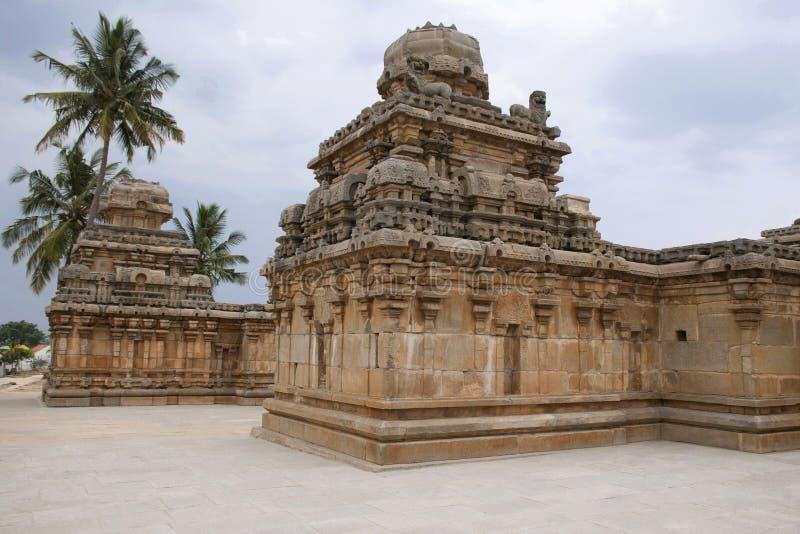 Un tombeau typique de style de Dravidian chez Panchakuta Basadi ou Panchakoota Basadi, Kambadahalli, secteur de Mandya, Karnataka images stock