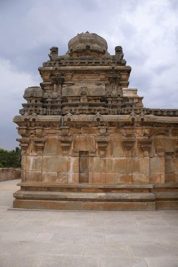 Un tombeau typique de style de Dravidian chez Panchakuta Basadi ou Panchakoota Basadi, Kambadahalli, secteur de Mandya, Karnataka photos stock