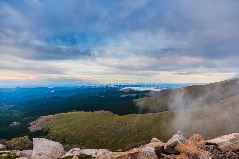 Un top del mundo Cerca de la cumbre del Mt evans foto de archivo libre de regalías