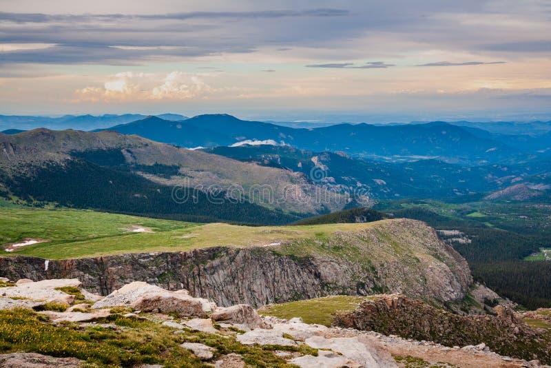 Un top del mundo Cerca de la cumbre del Mt evans fotografía de archivo
