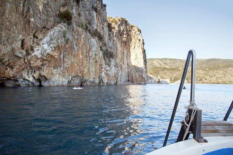 Un tour de bateau le long du littoral du ` s de Marina di Camerota, Italie photo libre de droits