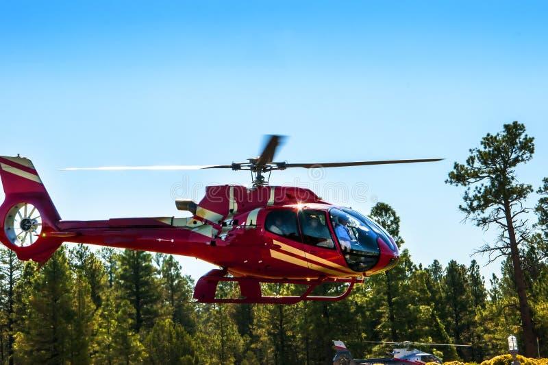 Un tour en hélicoptère au-dessus du Grand Canyon en Arizona USA l'une des 7 merveilles du monde naturel images libres de droits
