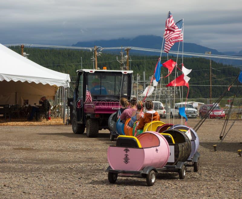 Un tour pour de petits enfants à un événement annuel dans le Colorado photo stock