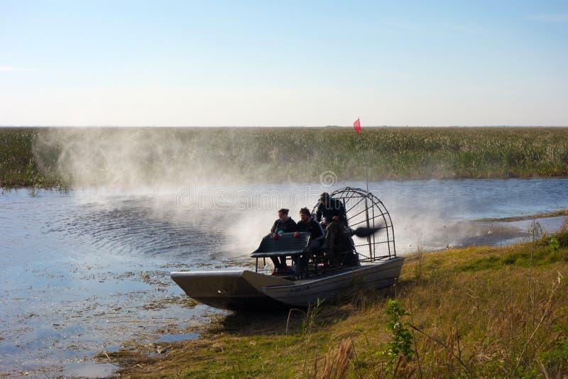 Un tour vivifiant de bateau en Floride images libres de droits