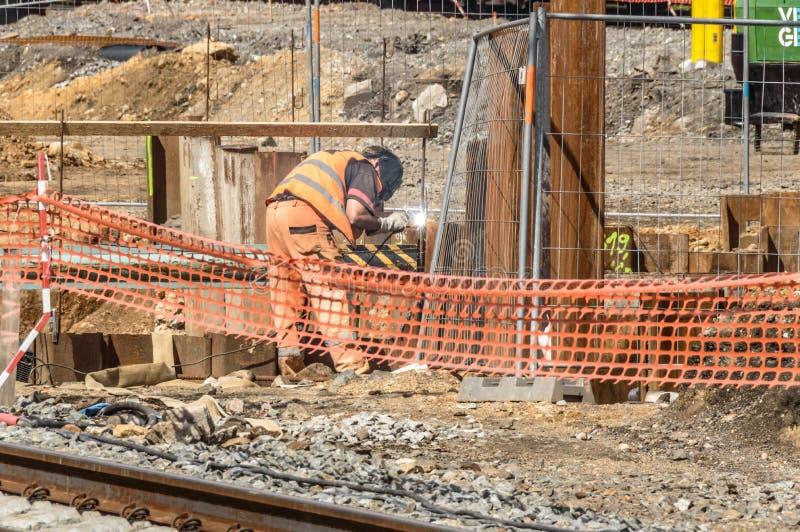 Un trabajador de construcción que trabaja en un sitio imagen de archivo libre de regalías