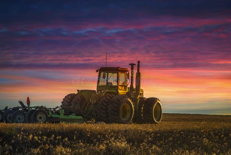 Un tracteur de ferme images libres de droits