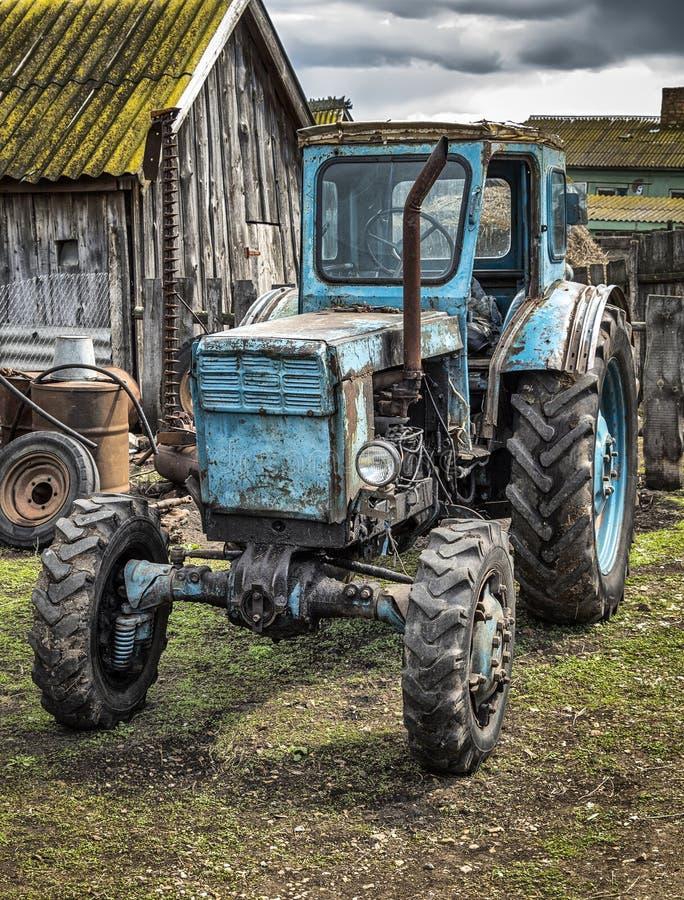 Un tractor viejo foto de archivo libre de regalías