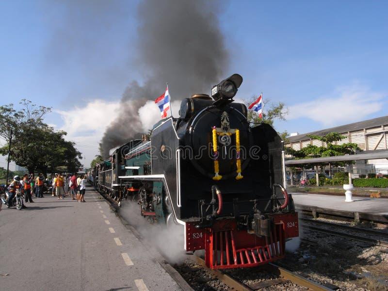 Un train spécial de vapeur à la station de Sue de coup à Bangkok image stock