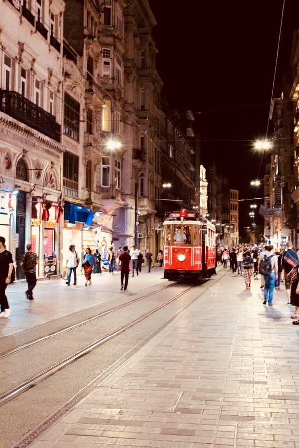 Un tram rosso di 100 anni Costantinopoli fotografia stock
