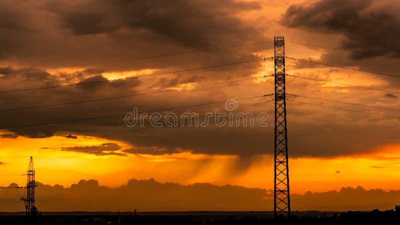 Un tramonto meraviglioso dopo avere passato la tempesta fotografia stock libera da diritti
