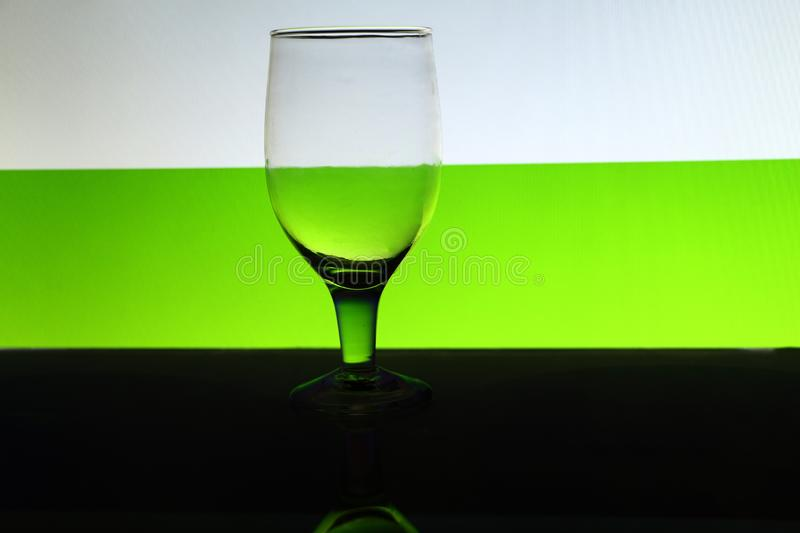 Un transparent d'isolement voit cependant le verre de vin photo libre de droits